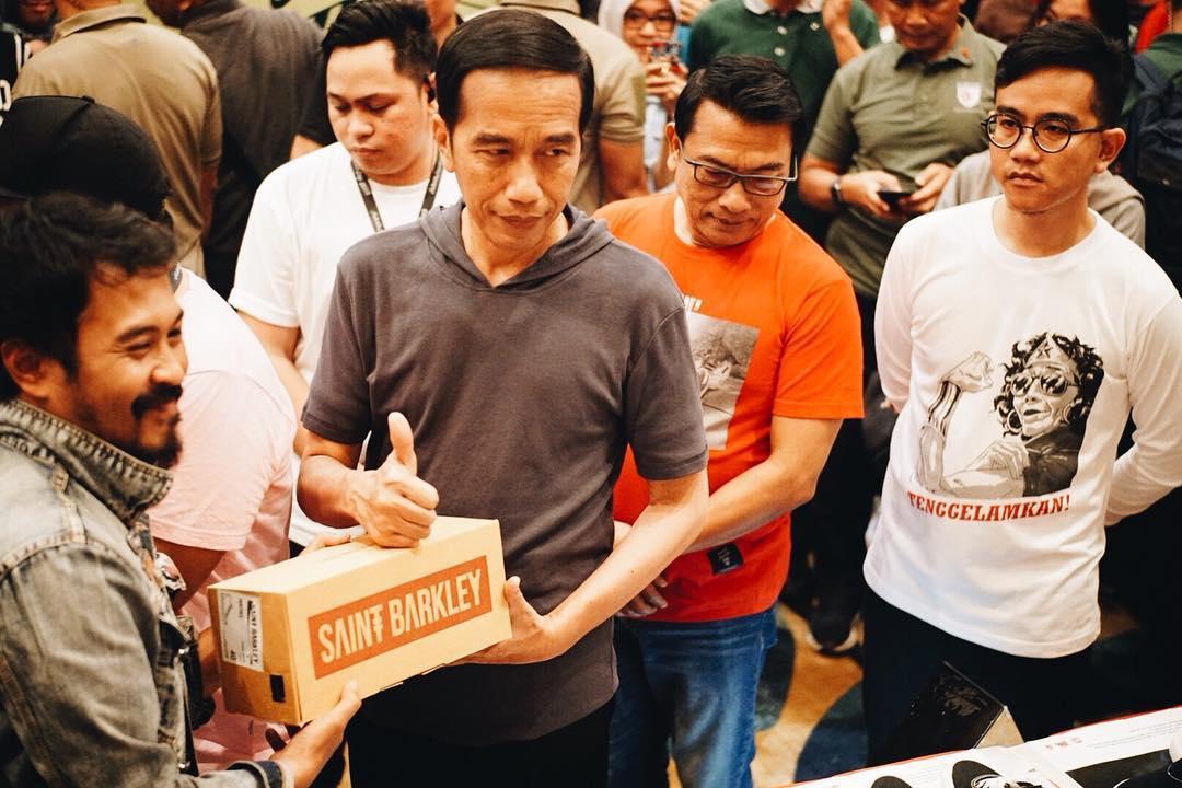 Presiden Jokowi Beli Saint Barkley, Sepatu Buatan Anak ...