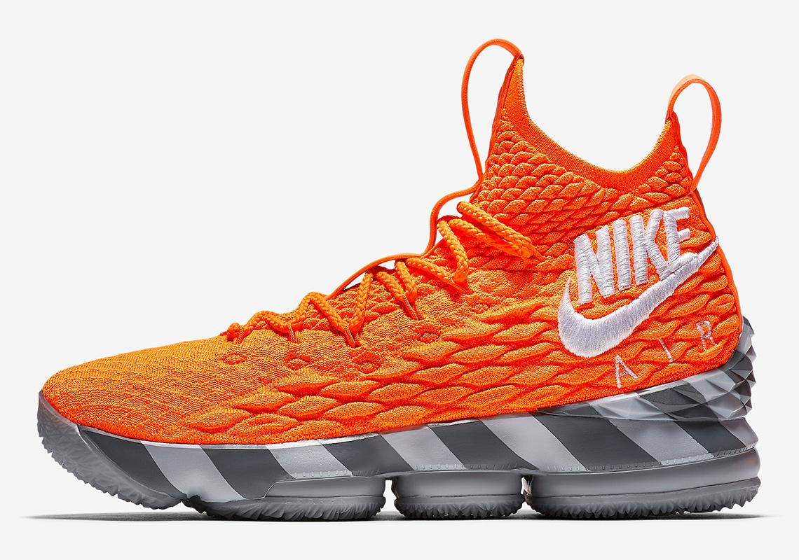 best sneakers fde23 1dc3c Seluruh seri  LeBronWatch dijual dengan harga AS 200. Harga ini tentu hanya  bisa didapatkan bila membelinya melalui situs dan aplikasi jual beli Nike.