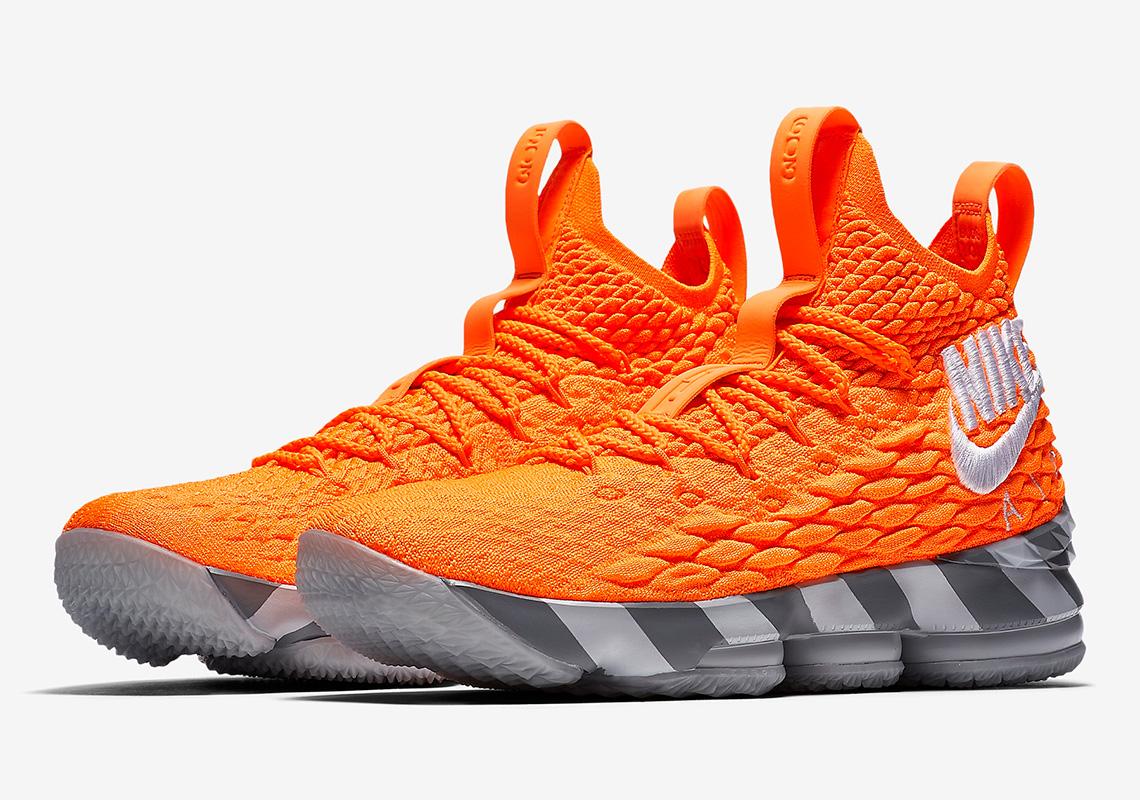 a3eefb7a2ce Perusahaan yang telah merekrut James sejak 2004 ini kembali merilis Nike  LeBron 15 dengan warna yang semakin apik. Yang terbaru