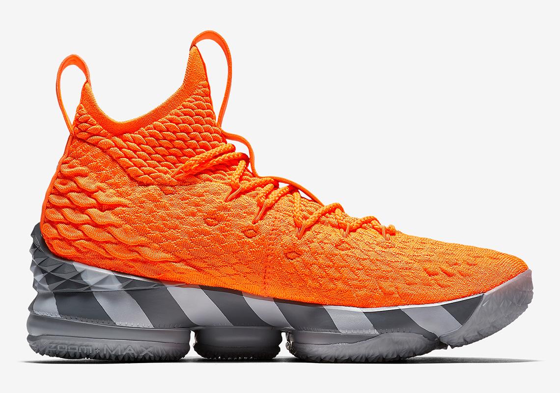 best sneakers 12d77 2d3f8 Nike Lebron 15 PE, Keluaran Baru ala Kotak Sepatu Klasik ...