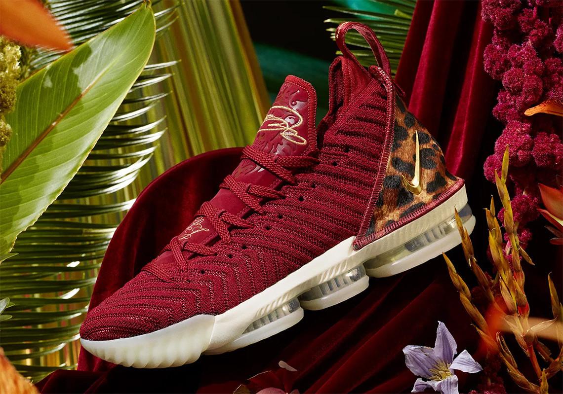 "Nike LeBron 16 ""King"", Sepatu Pertama"